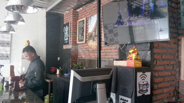 """Mas Willen, pemilik Warkop Wisata """"Toraja"""" di Batu Jatim"""