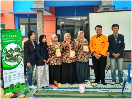 Mahasiswa-UNM-dan-Ibu-PKK-Karang-Widoro-Dau-Malang